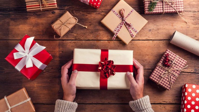 Meilleures idées d'emballage de cadeaux pour le Noël et Nouvel An 2020!