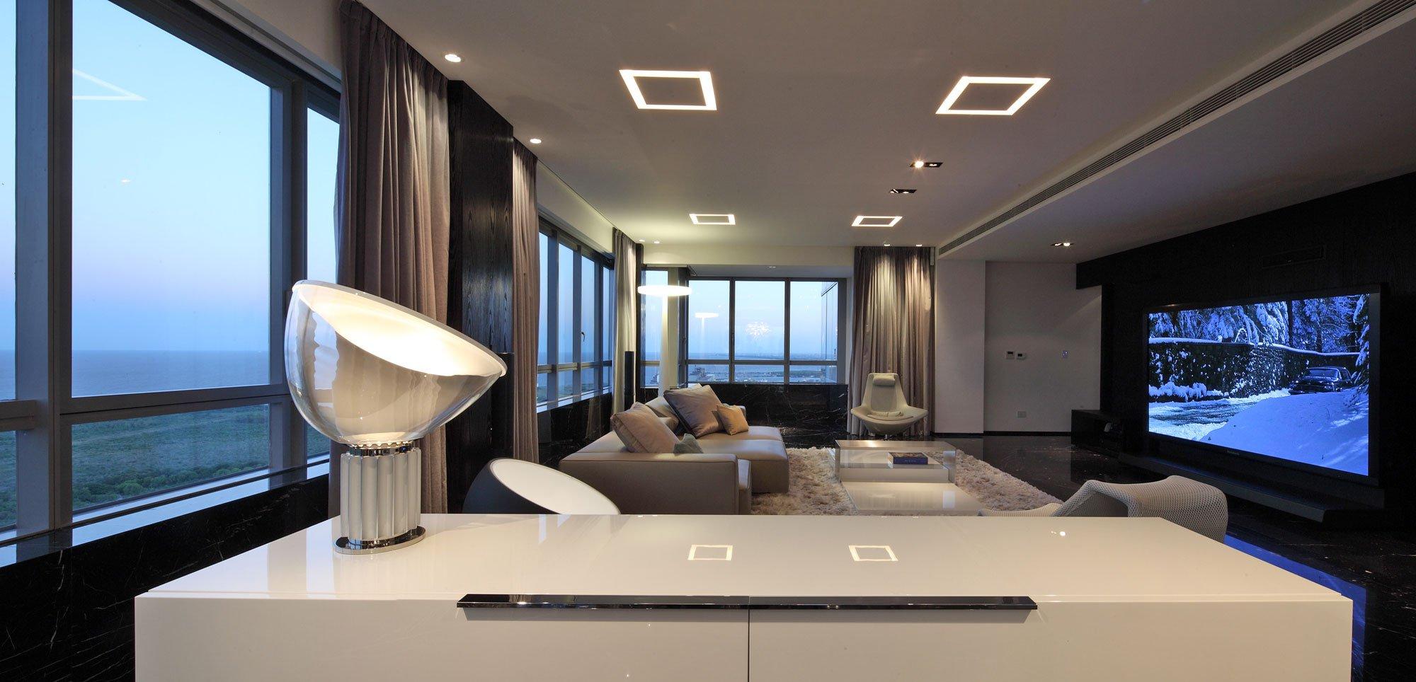 Conception et décoration de salon dans le sens de la haute technologie