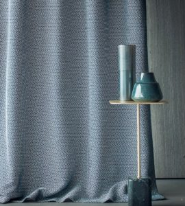 Curtains for the bedroom: features and ideas