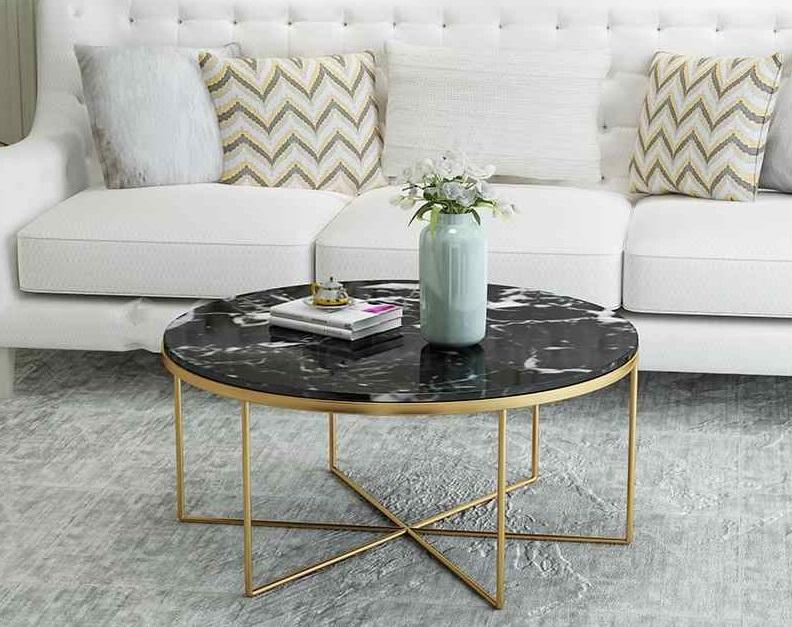 Table basse à l'intérieur: accent élégant et pratique