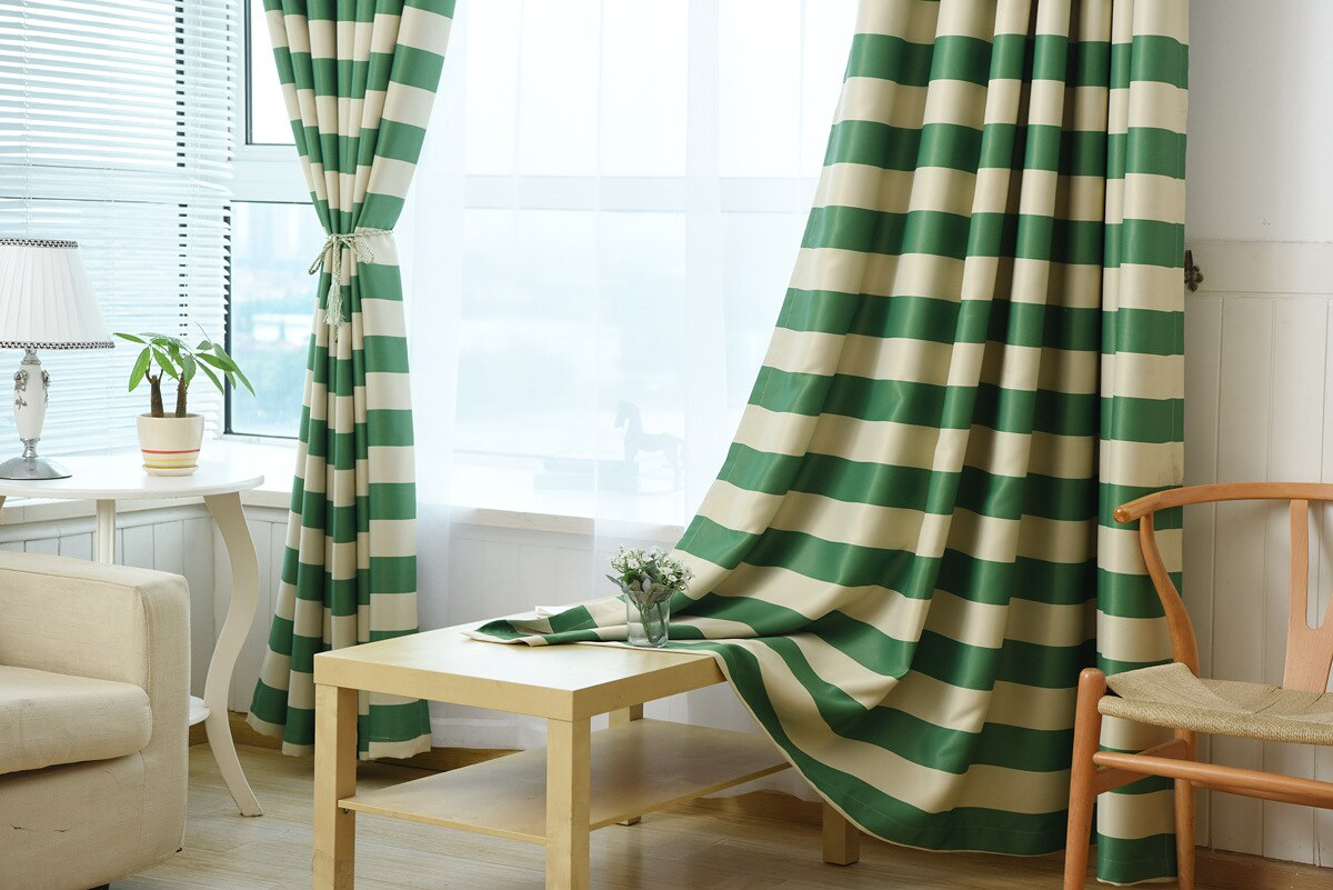 Striped curtains in the interior: a universal solution for bright contrasts