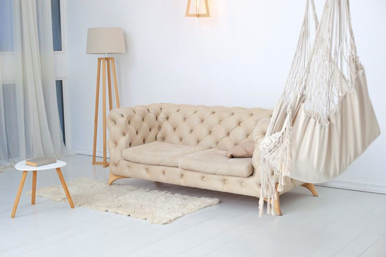 Hammock in the living room: how to choose, assemble and use it as a decorative element