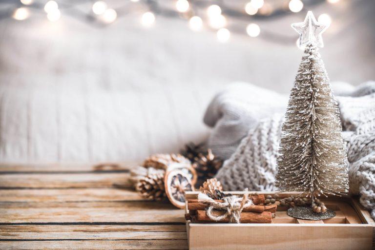 Tendenze Natale 2021: addobbi natalizi, albero di natale, colori, decorazioni fai da te