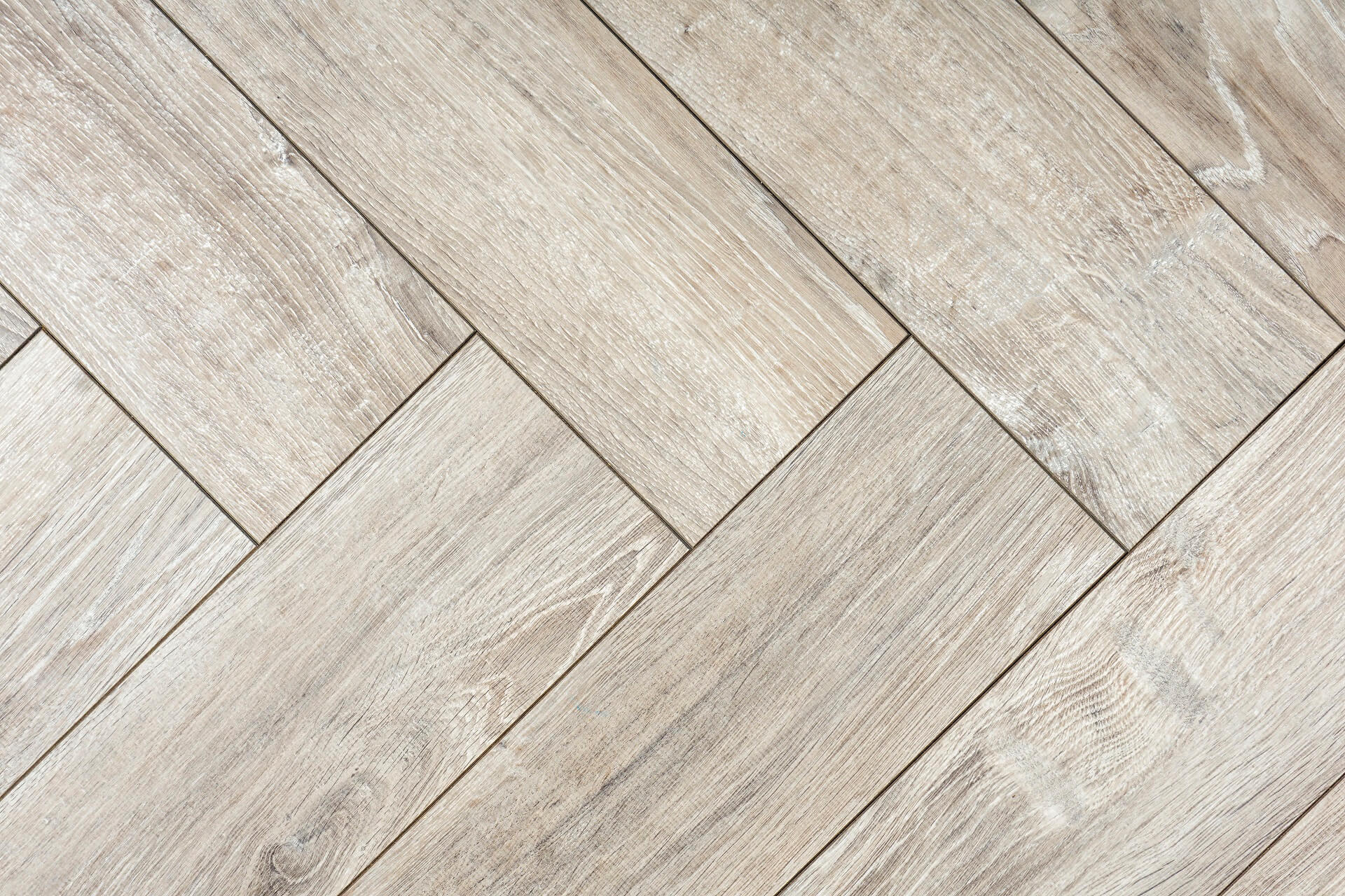 Chevron vs. herringbone: which pattern to choose for a wood floor
