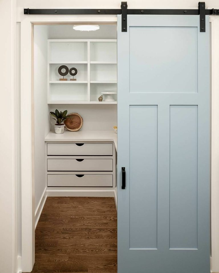 Sliding pantry door: what type is right for a small pantry?