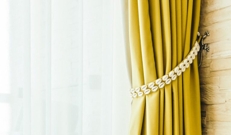 Yellow curtains: types, patterns, color combinations and design ideas