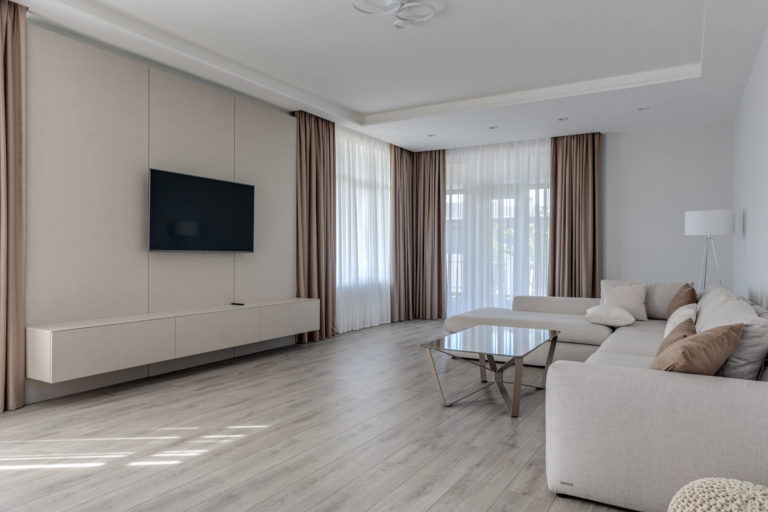 What paint color of the walls matches the gray floor
