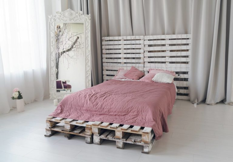 Pallet headboard: pros, DIY tips, and design ideas