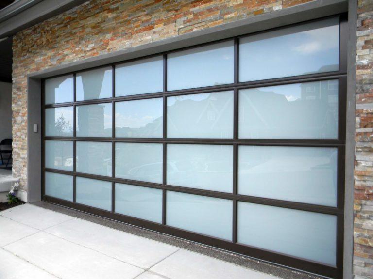 How to choose glass garage doors