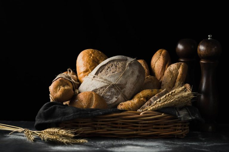 Where to store bread in the kitchen? (Solutions + Tips)