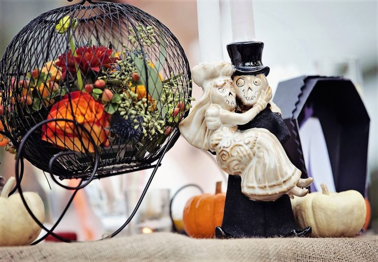 Halloween wedding 2021: stylish tips & newest trends with 30+ photos to get you inspired
