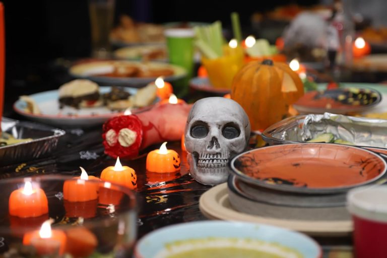 Halloween table decor and setting: 2021 trends & interesting ideas with 30+ photos