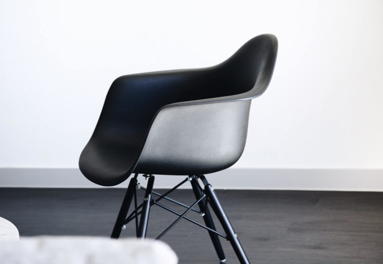 What wall color goes with black furniture: 7 best combinations for a perfect result