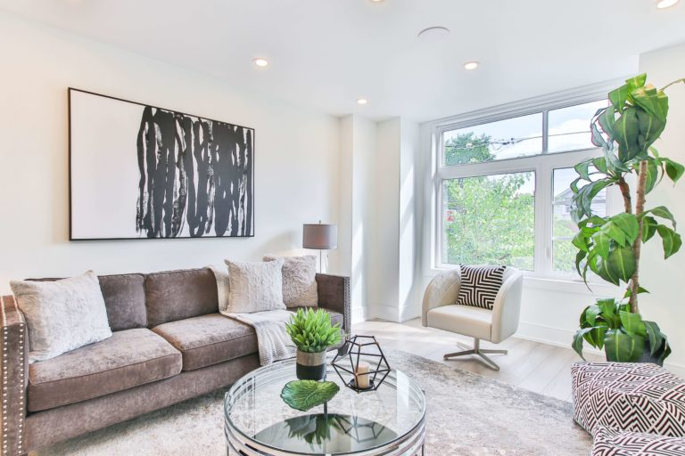 Accent chair for gray couch: stylish ideas, practical tips, and photos for inspiration