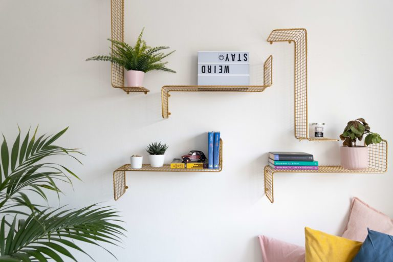 Gold wall decor: 10 stylish ideas to match your style with 30+ photos for inspiration