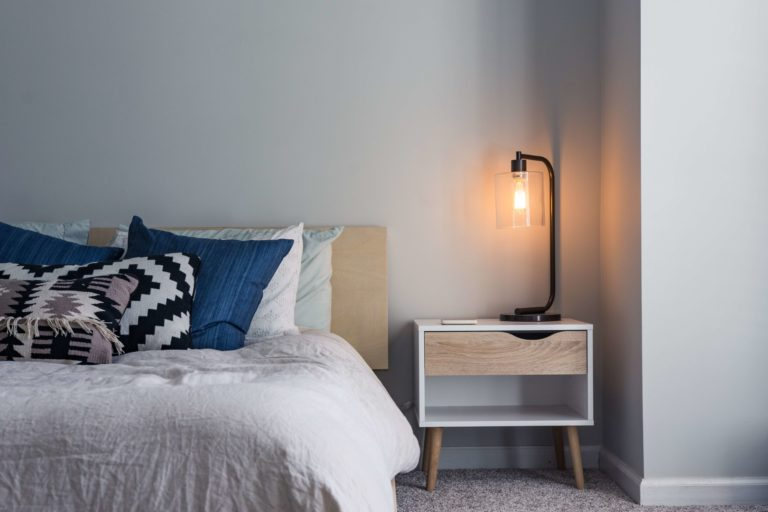 10 Small bedroom nightstands ideas to match your style and keep you up-to-date