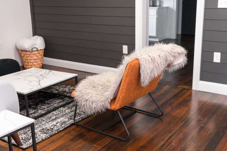 What color walls go best with the brown floor: 7 stylish combinations