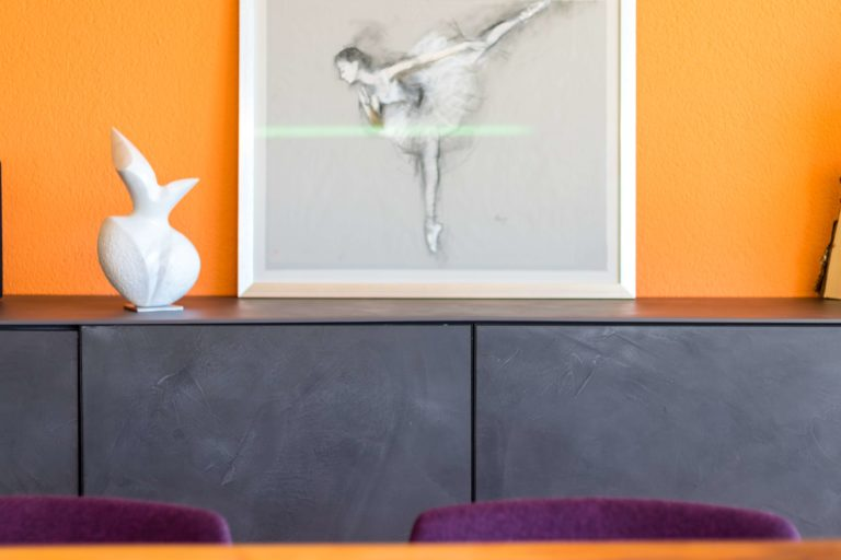 What color matches orange walls: 8 best combinations for a perfect result