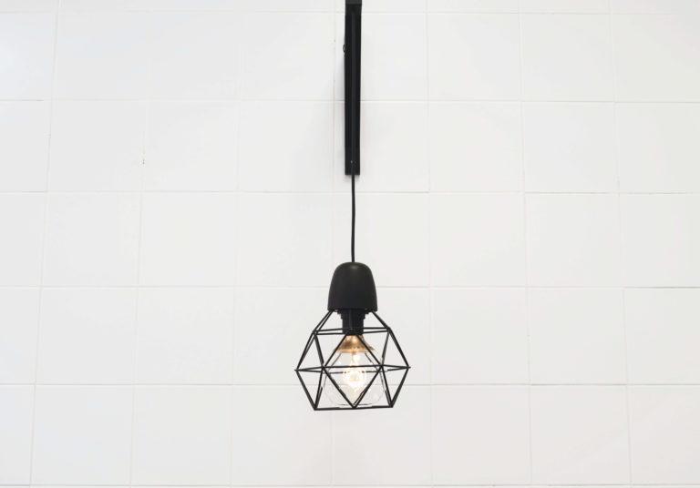 Tendenze illuminazione 2022: i migliori materiali e design